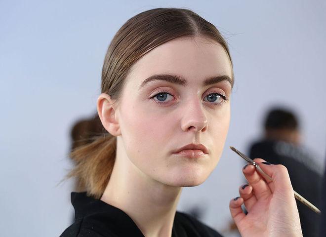Як доглядати за жирною шкірою обличчя влітку  ТОП-5 порад - Жіночий Світ c13e7e760d349