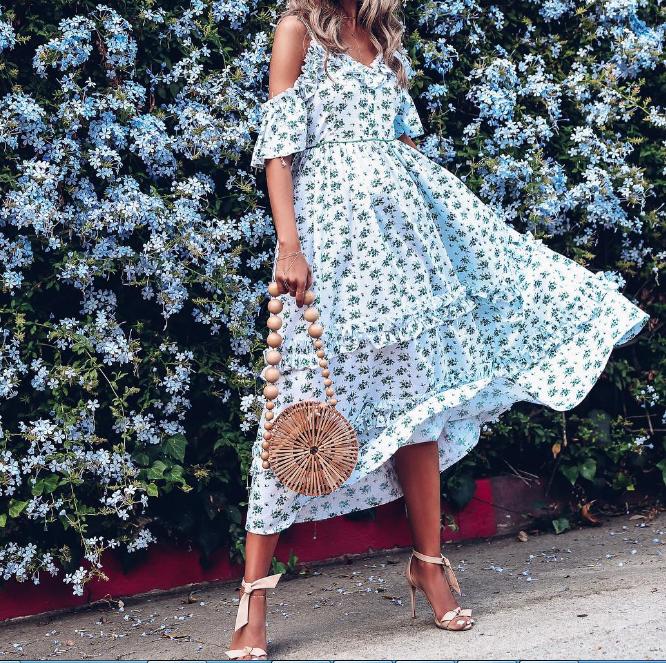 7291514050786c Сарафан є незамінною частиною гардеробу кожної дівчини. Дізнатися, які літні  сукні будуть стильними в 2018 році, допоможуть модні тенденції.