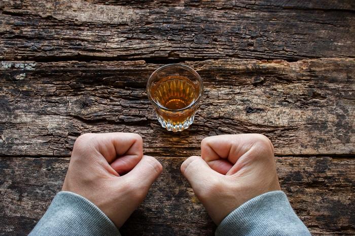 Вчені назвали групу крові, власники якої найбільш схильні до алкоголізму