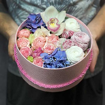 Подарить девушке цветы на работу работа в зеленограде вакансии для девушек