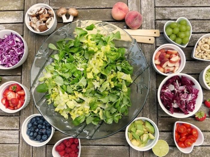 Онколог розповіла, які овочі та фрукти корисно їсти зі шкіркою