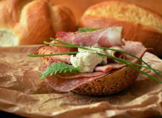 Як використовувати старий хліб