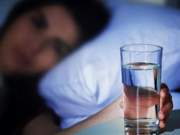 Що станеться з тілом, якщо завести звичку починати день зі склянки води?
