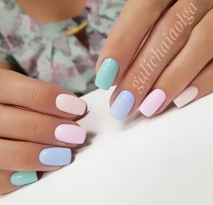 різнобарвні нігті