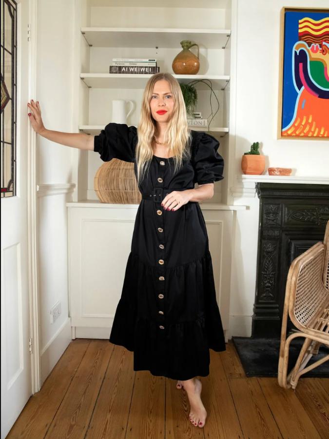 монохромна чорна сукня