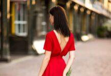 Сукні з відкритою спиною - тренд літа 2020: вибираємо найкращі моделі