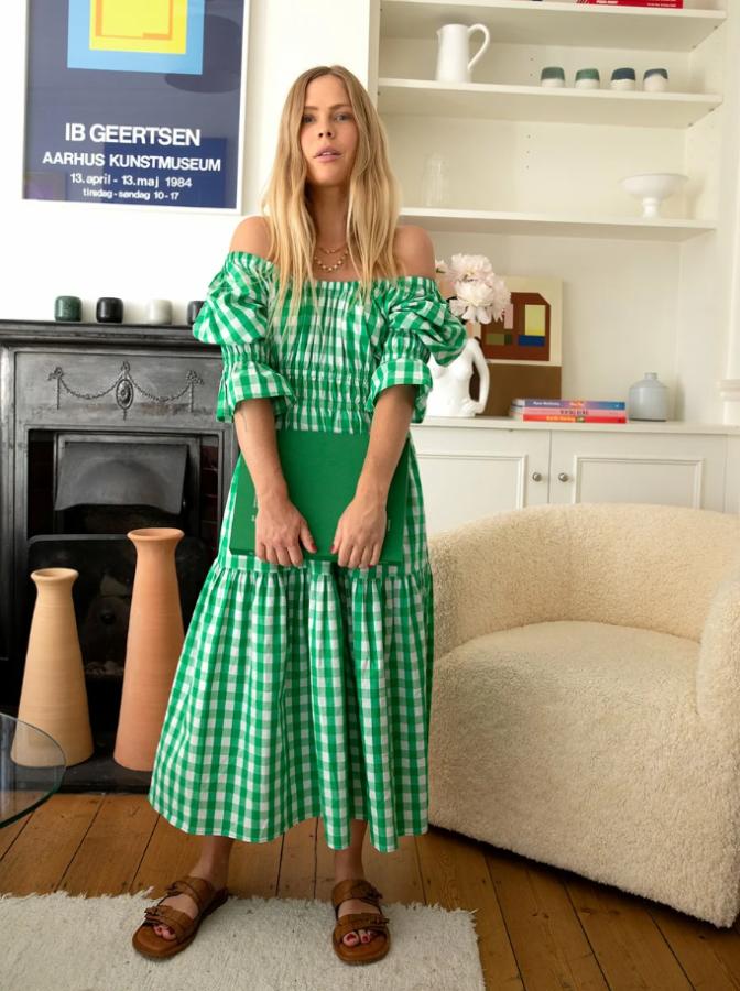 сукня з приспущеними плечима