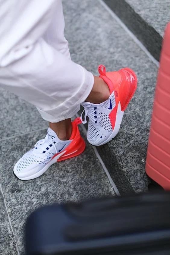білі кросівки з неонновими вставками 2
