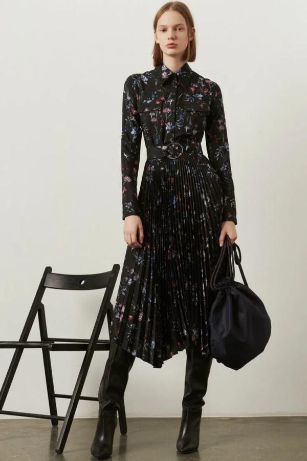 чорна сукня з квітковим принтом