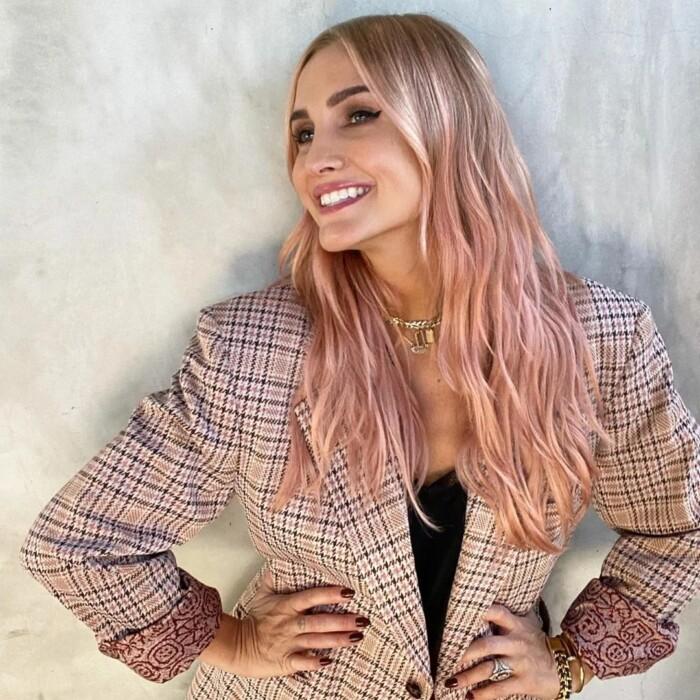пастельно-рожевий відтінок волосся