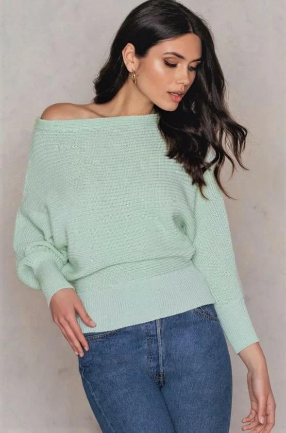 светри з оголеними плечима