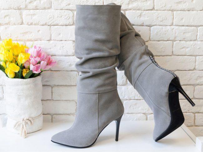 чоботи на шпильці